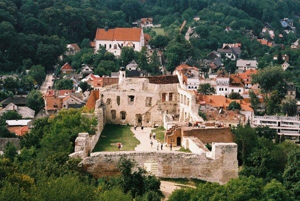 Widok z baszty na Zamek w Kazimierzu Dolnym